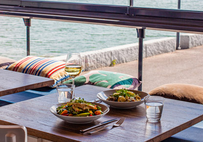 Espoon merenrannassa sijaitseva kahvila-ravintola Nokkalan Majakka tarjoaa upeat maisemat merelle, ruoka-annoksia ja juomia sekä kahvilatuotteita vuoden ympäri.