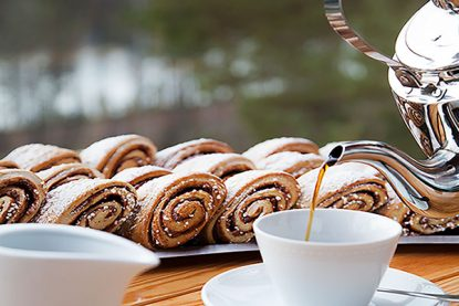 Coffee and buns served by catering company Knitter catering in Espoo.