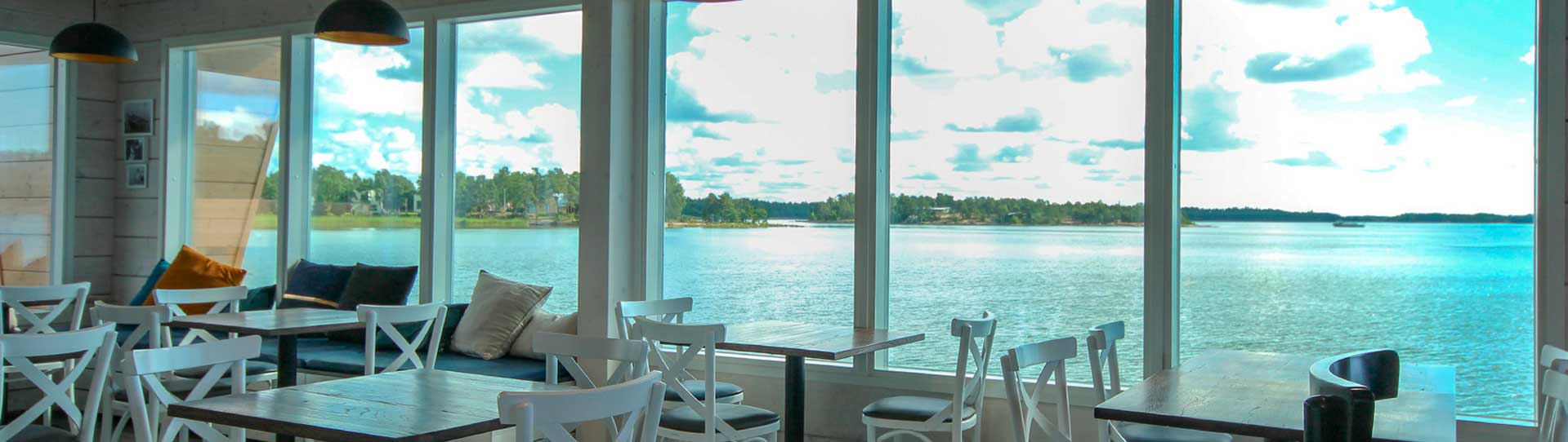 Nokkalan Majakan upeat ja valoisat merinäköala -tilat sopivat hyvin kokous- ja aamiaistilaisuuksiin.