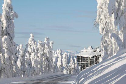 Maisemahotelli Levi Panoraman sijainti on upea ja rauhallinen keskellä Lapin taikaa.